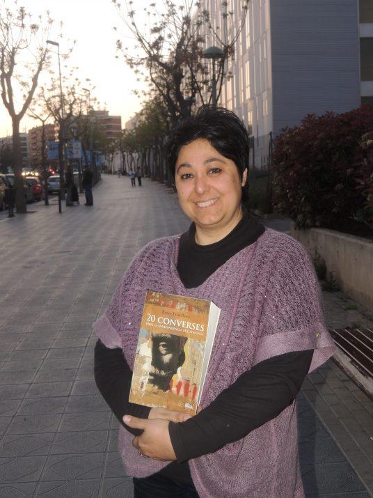 Roser Pros-Roca, autora del llibre, a l'avinguda Catalunya.