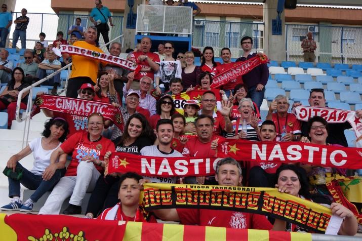 L'afició del Nàstic ha acompanyat a l'equip a Xàtiva per veure el passadís. Foto:JAL