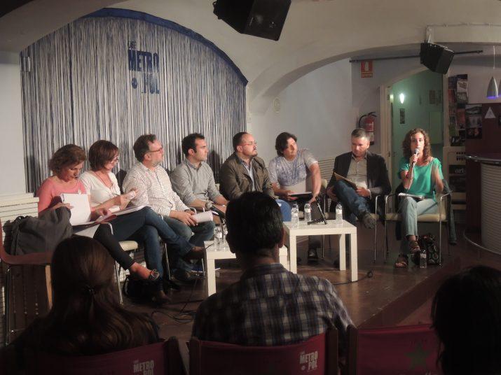 D'esquerra a dreta: Arga Sentís (ICV-EUiA), Begoña Floria (PSC), Isaac Albesa (moderador), Joan Adserà (CiU), Alejandro Fernández (PP), David Serra (Ara Tarragona), Pau Ricomà (ERC) i Laia Estrada (CUP).