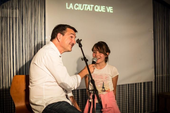 L'autora del dibuix de la portada del FET, Abril Fradera Sáez, també va intervenir a l'acte (foto: DAVID OLIETE)