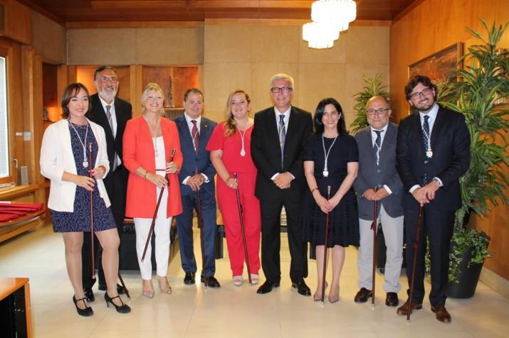 L'alcalde Ballesteros i el seu nou equip de govern, després de presentar el nou cartipàs municipal (foto: MAURI - Ajuntament de Tarragona)