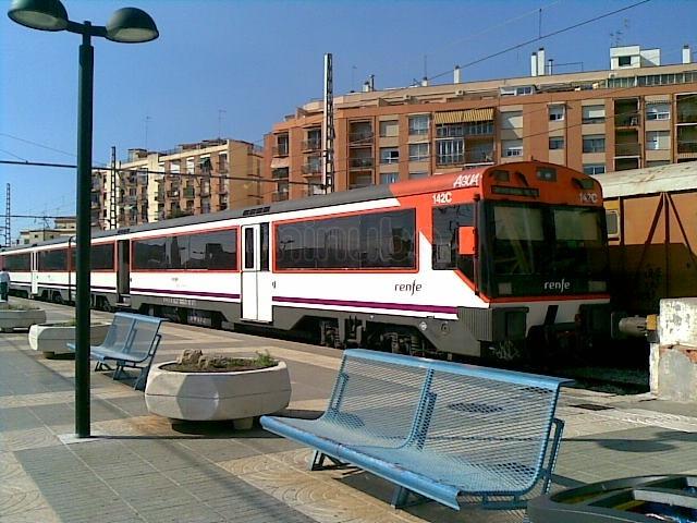 Un tren de Regionals a l'estació de Tarragona (foto: cedida9