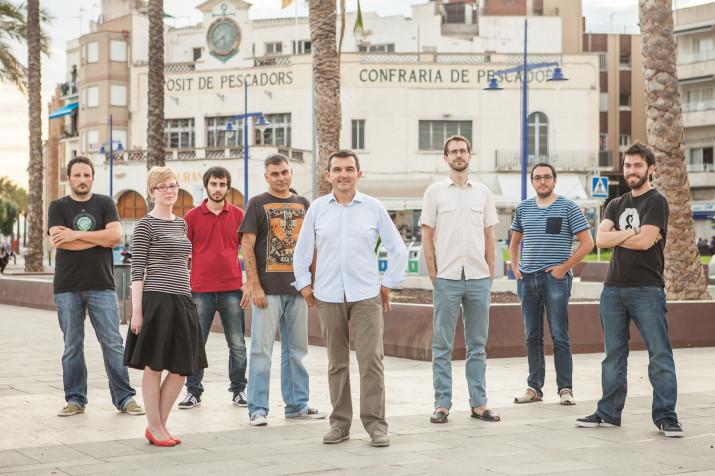 El grup impulsor del FET a TARRAGONA. ara fa dos anys. D'esquerra a dreta: Quim Pons, Anna Plaza, Enric Garcia, Albert Ollés, Ricard Lahoz, Jordi Suriñach, Josep Ardila i David Oliete (foto: Agustí Arévalo)