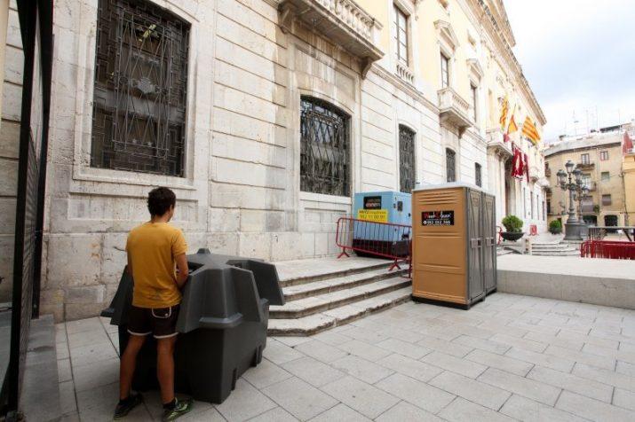 Urinari a la plaça de la Font (foto: ALBA MARINÉ - DIARI DE TARRAGONA)