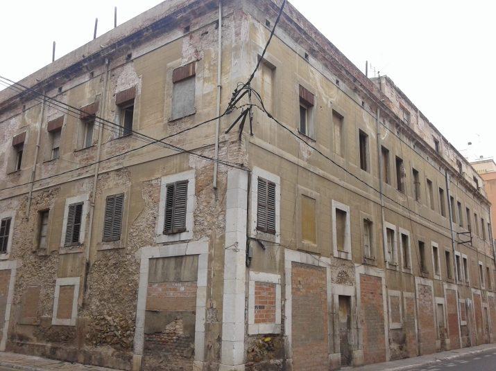 Edifici buit de l'antiga comissaria de policia al carrer de Santiyan