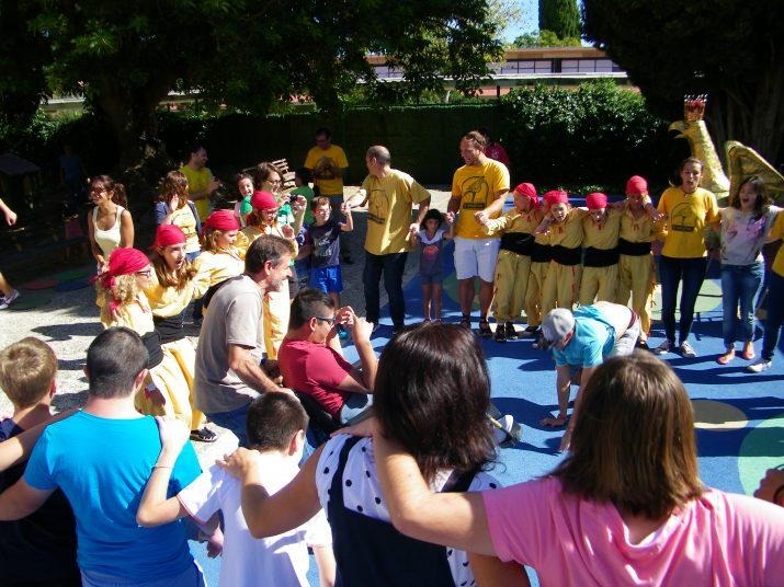L'aligueta de Tarragona amb els nens i nenes de l'escola Solc (foto: cedida)