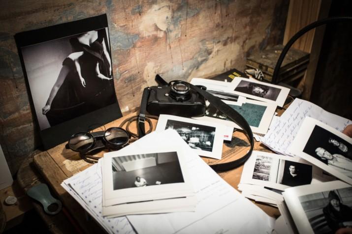 Material a l'estudi del fotògraf Lluc Queralt (foto: DAVID OLIETE)