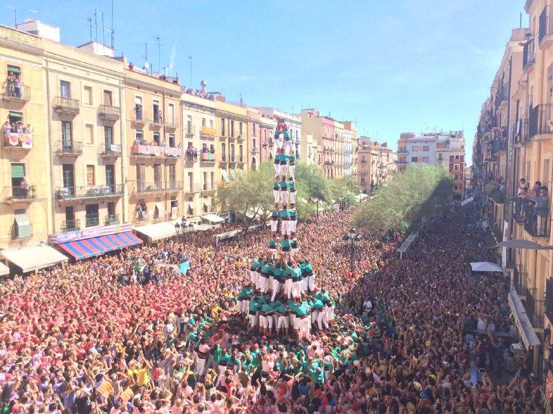 3 de 10 amb folre i manilles dels Castellers de Vilafranca (Foto: DiariCasteller.cat)
