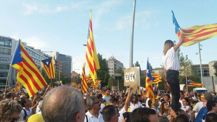 Un instant de la manifestació de la Diada, als trams de la Via Lliure assignats al Tarragonès (foto: MERITXELL GUILLEMAT)