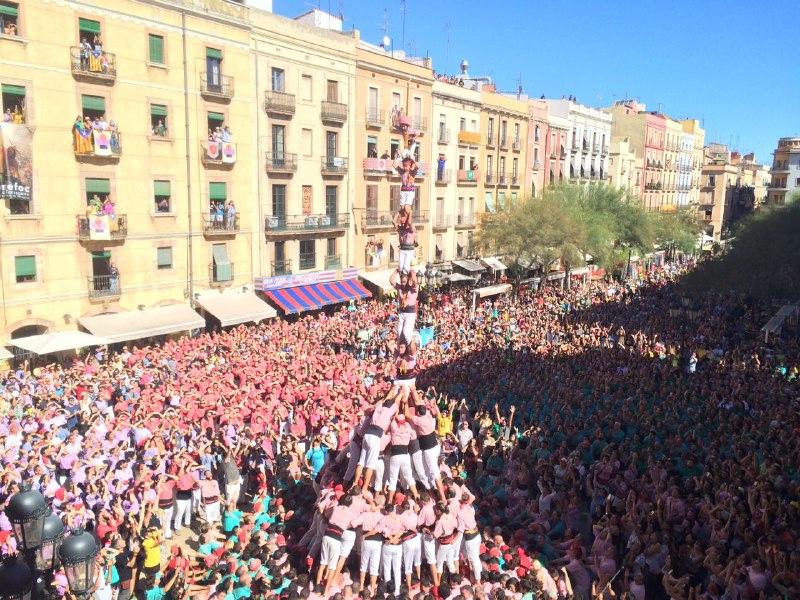 Pilar de 8 amb folre i manilles dels Xiquets de Tarragona (Foto: DiariCasteller.cat)
