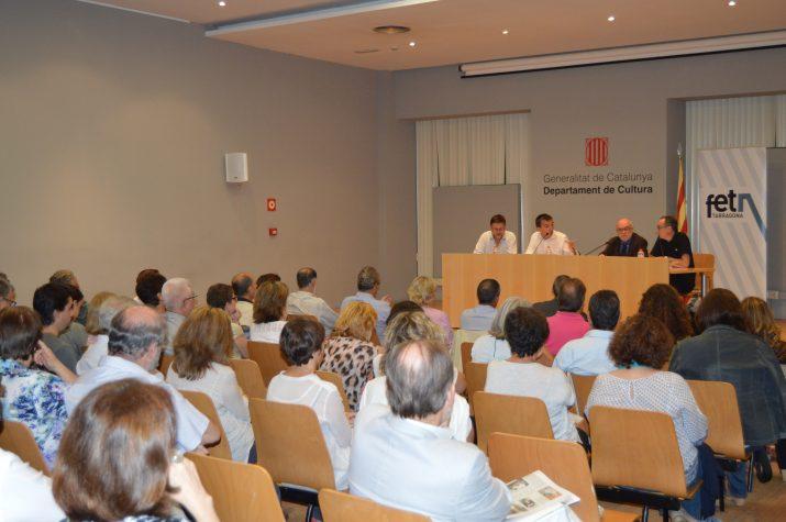 La sala d'actes del Departament de Cultura es va omplir per seguir amb interès el debat organitzat pel FET a TARRAGONA (foto: GERARD RECASENS)
