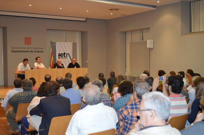 Al fons, a la taula, d'esquerra a dreta: Santi Castellà, el moderador Ricard Lahoz, Matias Vives i Jordi Jaria (foto: GERARD RECASENS)