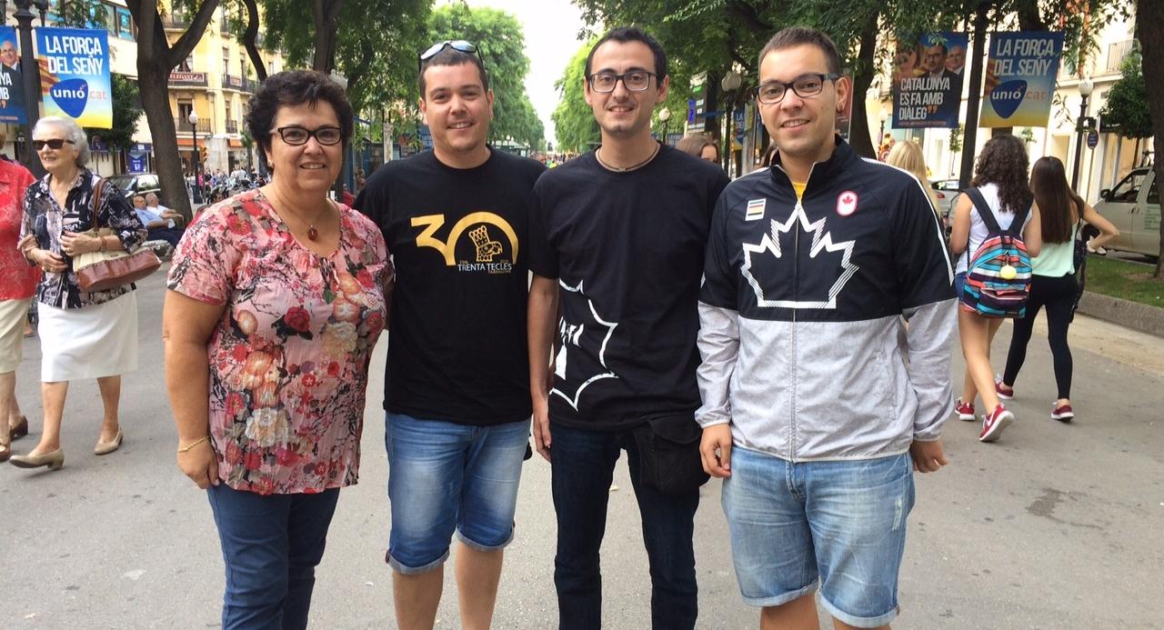 Rosa Llorach, Jaume Guasch, Lluís Gómez i Sergi Guasch, integrants de l'Esbart Santa Tecla.