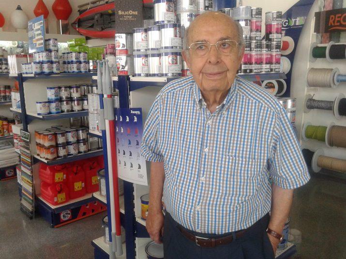 Manel Ortiz, amb 92 anys, continua al capdavant del negoci que va fundar el 1945