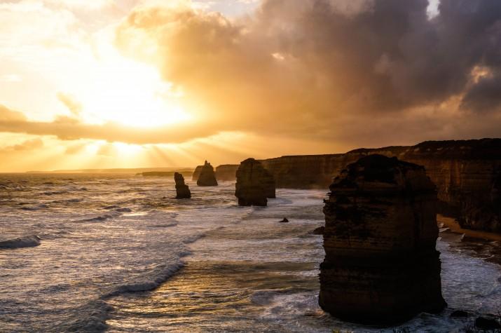 Posta de sol als 12 apòstols. Un dels punts més turístics de la costa sud de l'illa. Estan molt a prop de Melbourne (foto: GUILLEM ROQUÉ)