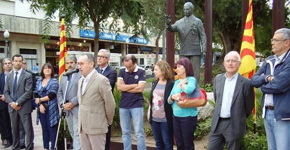 Acte d'homenatge a Lluís Companys a Tarragona, el 15 d'octubre de 2013, amb la presència, entre d'altres, de l'alcalde Josep Fèlix Ballesteros i l'exregidora del PSC, Roser Recasens (foto: Nació Digital)
