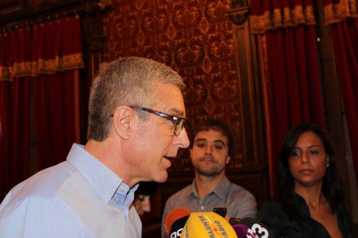 Ballesteros parla als mitjans de comunicació després del plenari d'aquest divendres (foto: TARRAGONA 21)