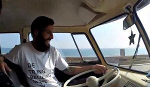 """Marcos al volant de la seva """"Transporter"""" en una entrevista amb Jesús Sarmiento."""