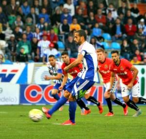 El Pichichi Yuri no va perdonar un penal dubtós, per fer l'1 a 0. Foto:LFP