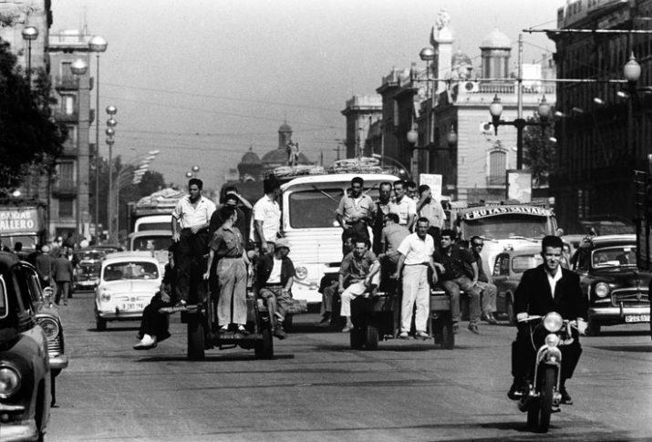Obrers portuaris al pla de Palau de Barcelona, l'any 1963 (Autor: EUGENI FORCANO)