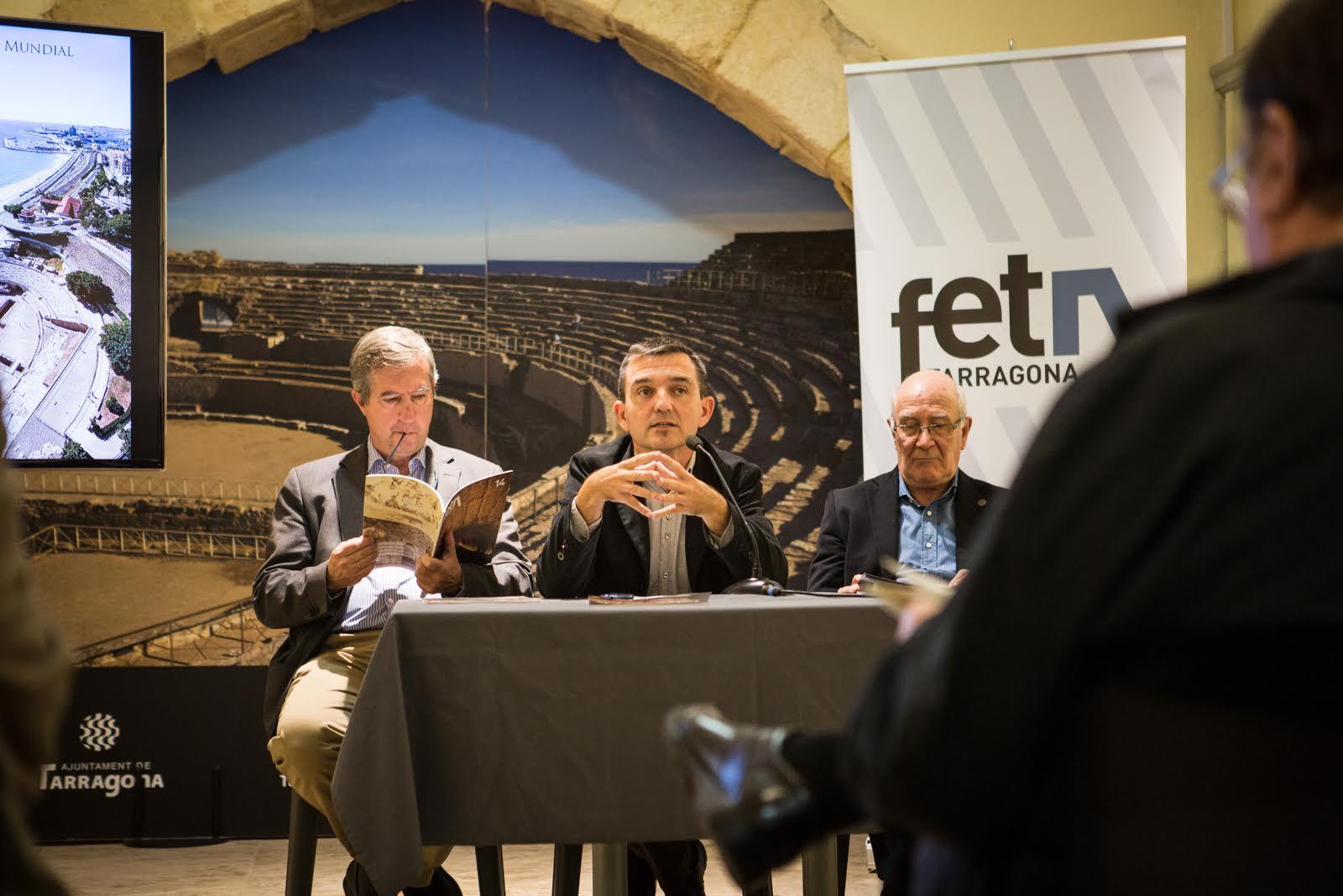 Ricard Lahoz, director del Fet a Tarragona, presentava el contingut del número 14 de la revista. (Foto:  David Oliete)