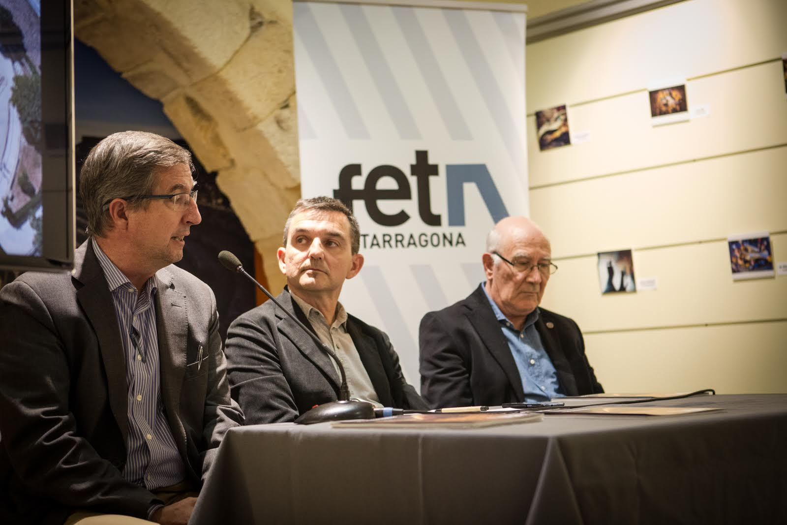 Joaquín Ruiz de Arbulo en una de les seves intervencions, al costat de Ricard Lahoz i Francesc Barriach. (Foto: David Oliete)