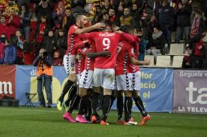 Pînya dels jugadors grana després del segon gol de Rayco. Foto:Nàstic