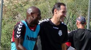 Emana i Vicente Moreno rient en un entrenament del Nàstic. Foto:Joan Alfons López