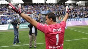 El veterà porter de l'Oviedo, Esteban 40 anys, va deixar la porteria a zero gràcies al poc encert grana. Foto:Real Oviedo