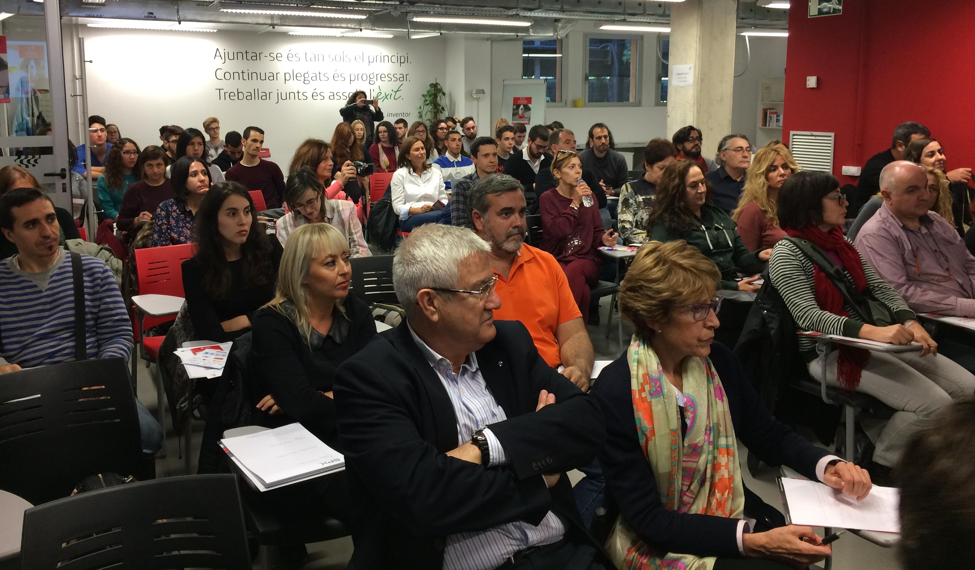 El públic va escoltar, atent, les explicacions de les ponents. (Foto: Gerard Recasens)