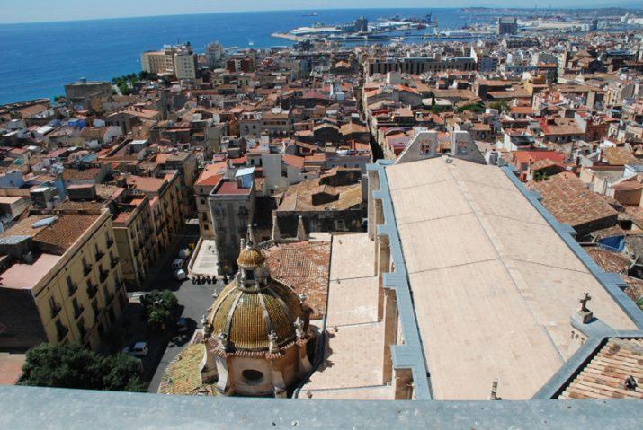 Vista aèria de Tarragona. amb la Catedral en primer pla (foto: Tinet)