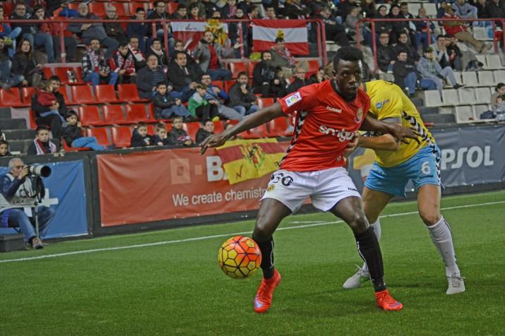 """Stéphane Emana va ser un dels noms del partit. Va debutar a Segona A i no va tenir el seu millor dia de cara a porta. Vicente Moreno deia a la roda de premsa que """"hauria pogut sortir a ombros"""". Foto:Nàstic"""