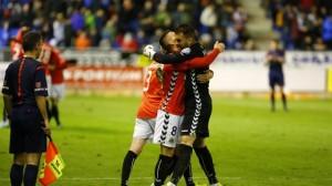 La celebració dels jugadors grana a la gespa després de la victòria. Foto:La Liga