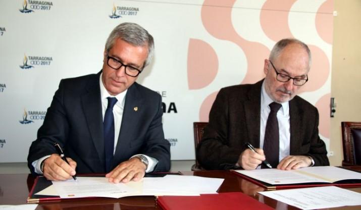 L'alcalde de Tarragona va signar l'any 2013 un conveni amb el Síndic de Greuges de Catalunya (Rafael Ribó) per poder desenvolupar el servei a distància (foto: ACN)