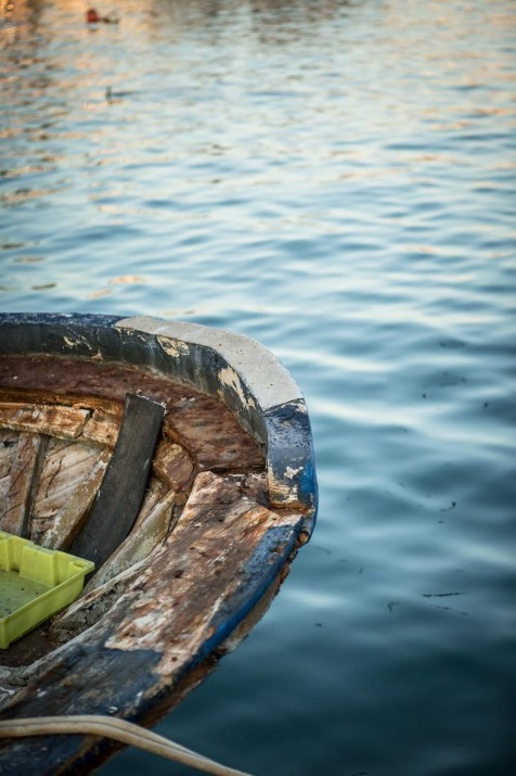 Detall d'una barca de pesca al Serrallo (foto: DAVID OLIETE)