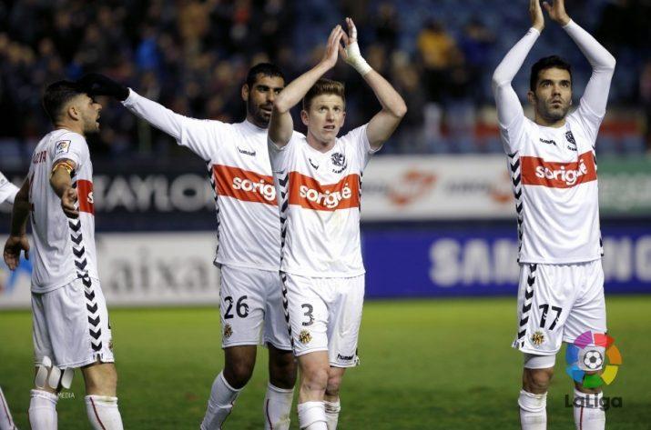 Aplaudimets dels jugadors cap a l'afició del Nàstic. Foto:La Liga