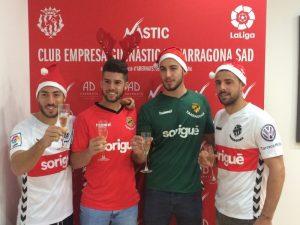 El darrer Nadal, Varo va felicitar les festes al costat dels altres tres tarragonins del primer equip. Miguel Palanca, Jordi Calavera i Xavi Molina. Foto:Nàstic