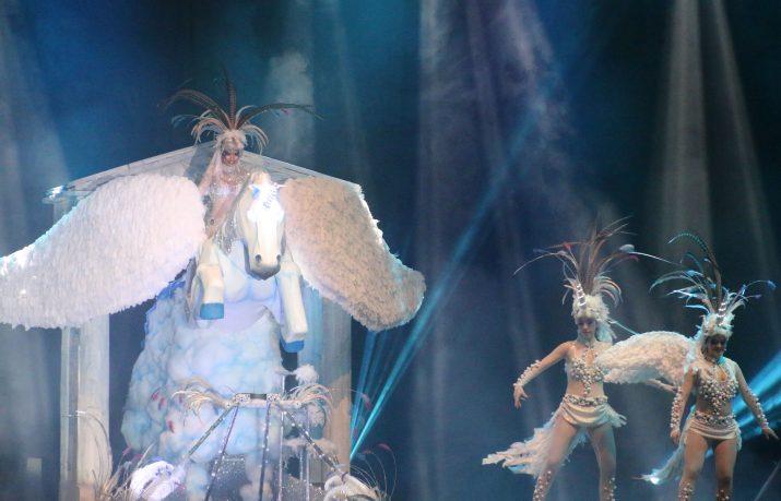 La-fantasia-il·luminada-de-Sinhus-Sport-guanyadora-de-la-Disfressa-dOr (foto: Jordi Suriñach)