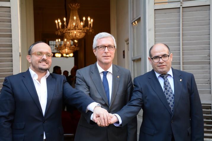 Els líders municipals de PP, PSC i Unió el dia de la signatura de l'acord de govern a Casa Canals (foto: MAURI - Ajuntament de Tarraogna)
