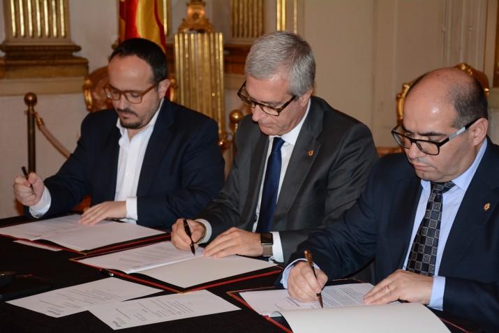 Fernández, Ballesteros i prats signen l'acord de govern 'Tarragona és futur' (foto: Mauri Fernández)
