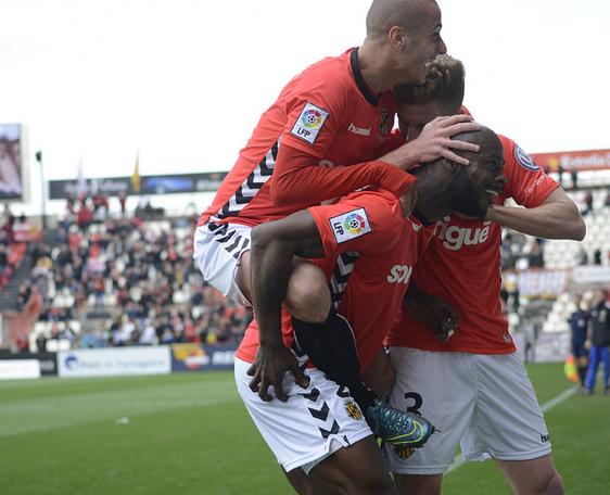 Achille Emana celebra el seu gol. El Nàstic tanca la jornada quart en llocs de play-off d'ascens. Foto:Nàstic