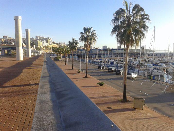 El port esportiu de Tarragona, des de fa anys amb pocs locals oberts d'oci i restauració (foto: Fet a Tarragona)