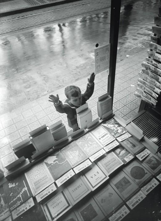 Dia del llibre. Barcelona, 1932. Fons Gabriel Casas i Galobardes. Arxiu Nacional de Catalunya