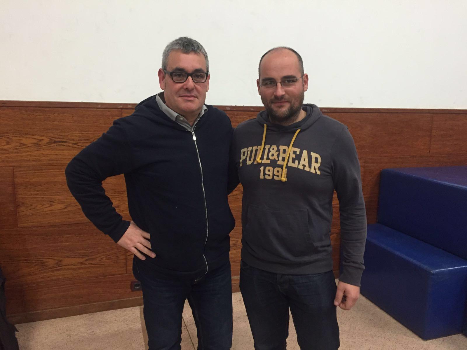 El president Lluís Monfort i el cap de colla Jonathan Lafuente, dels Xiquets del Serrallo. (Foto: Xiquets del Serrallo)