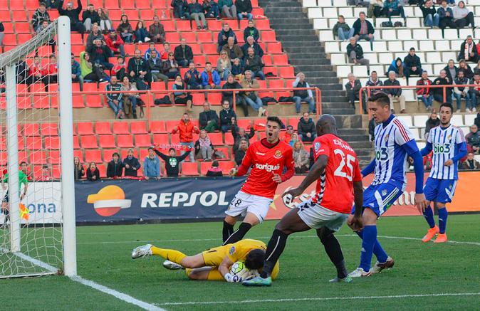 Els grana no van saber com  batre la porteria de l'equip del Bierzo. Foto:Nàstic