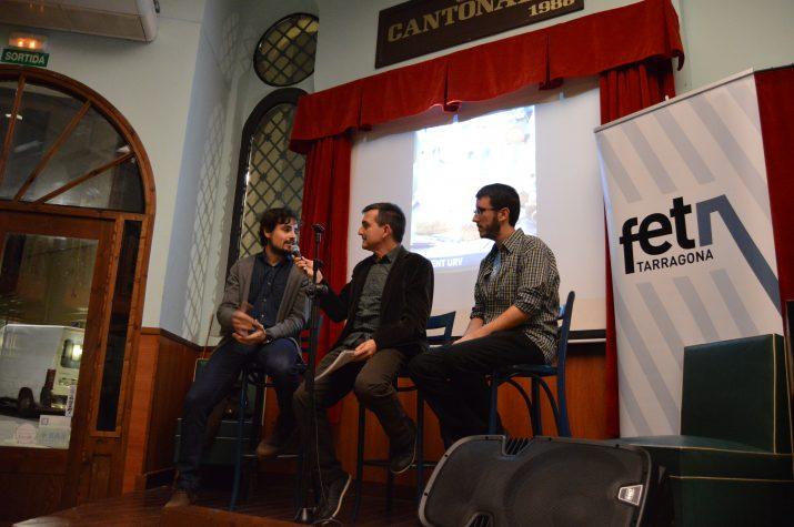 L'arquitecte Ferran Gris (esquerra) va explicar el fascicle dedicat a les Muralles) i l'escriptor Albert Ventura (dreta) va resumir el seu relat.