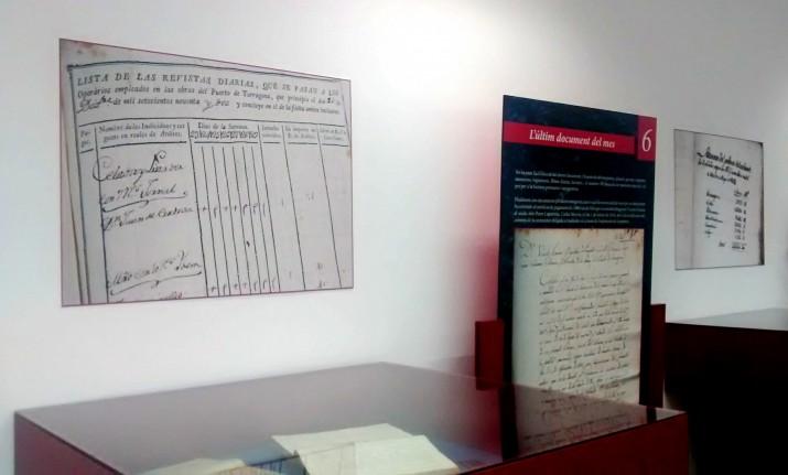 """L'exposició """"50 documents portuaris"""" es podrà visitar fins al 17 de juny al vestíbul de l'Arxiu del Port de Tarragona. Fotografia: Pineda Vaquer"""