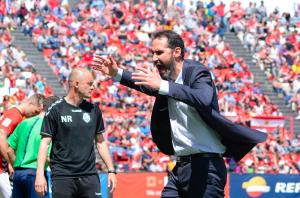 Vicente Moreno es desespera amb les oportunitats errades per l'equip. Foto:Nàstic