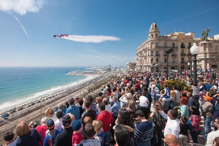 Un moment de l'exhibició aèria de l'equip Barvo3 Repsol, el passat dissabte a Tarragona. Foto: REPSOL