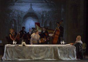 Sartine estableix un peculiar diàleg amb una soprano de qui no recorda el nom. Fotografia: Francesc Sech